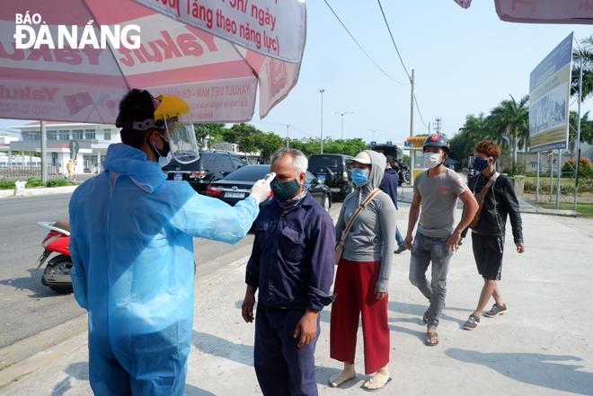 Đà Nẵng thêm 10 ca Covid-19, khẩn cấp cấm tập trung quá 5 người nơi công cộng