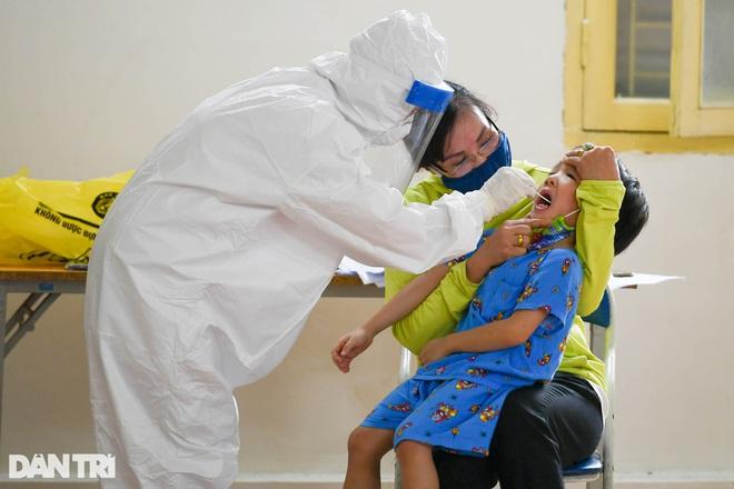 Hà Nội khẩn cấp lấy mẫu xét nghiệm Covid-19 cho 6.000 dân từng đến Đà Nẵng - 11