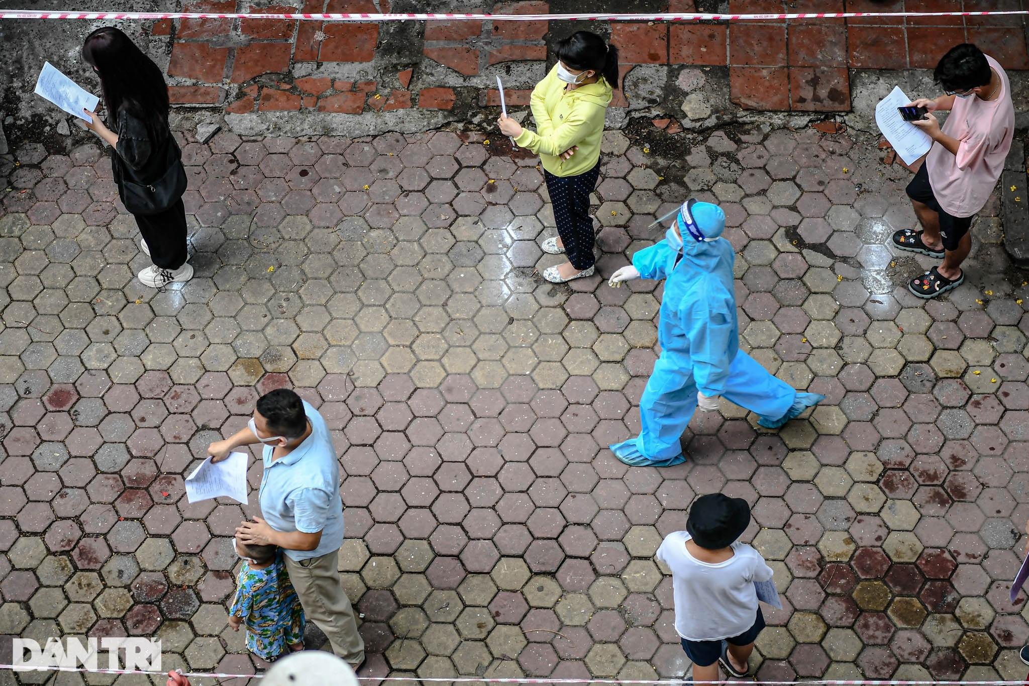Hà Nội khẩn cấp lấy mẫu xét nghiệm Covid-19 cho 6.000 dân từng đến Đà Nẵng - 4