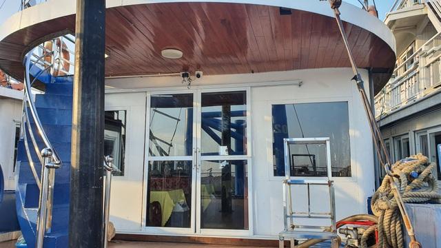 Cận cảnh những con tàu tiền tỉ đắp chiếu tại Cảng do bão Covid-19 - 9