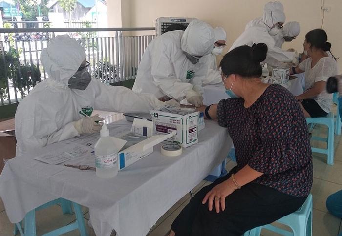 Hà Nội đã lấy mẫu xét nghiệm Covid-19 hơn 10.000 người về từ Đà Nẵng