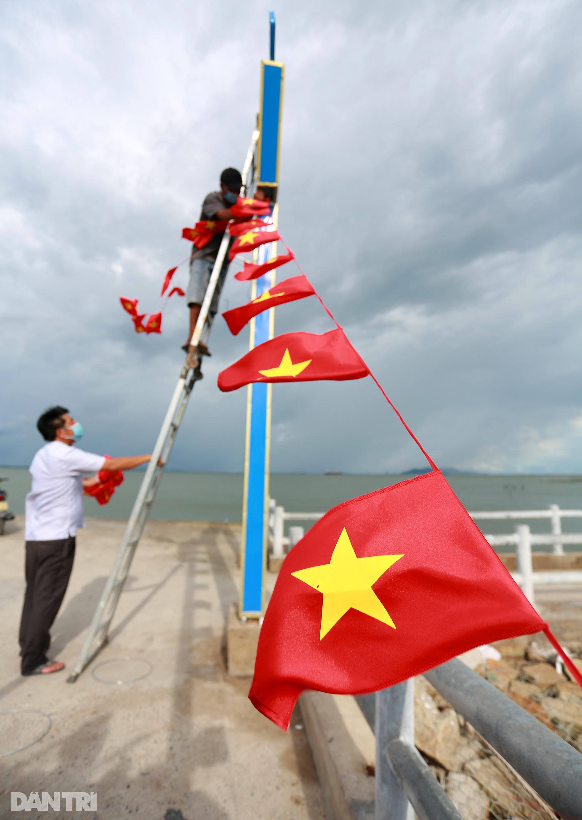 Ông lão chèo ghe hai giờ đồng hồ đi bầu cử ở xã đảo Thạnh An - 3