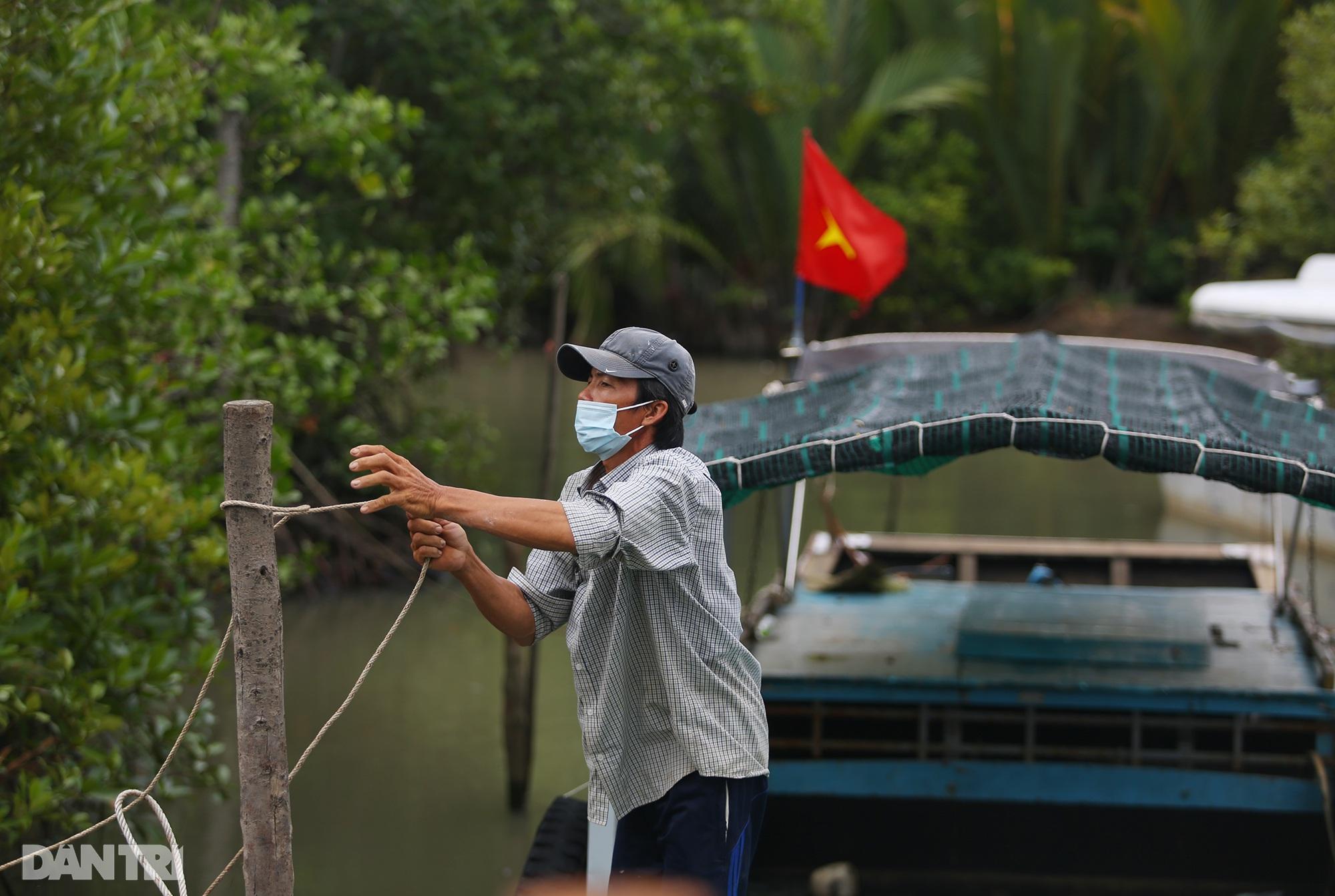 Ông lão chèo ghe hai giờ đồng hồ đi bầu cử ở xã đảo Thạnh An - 4