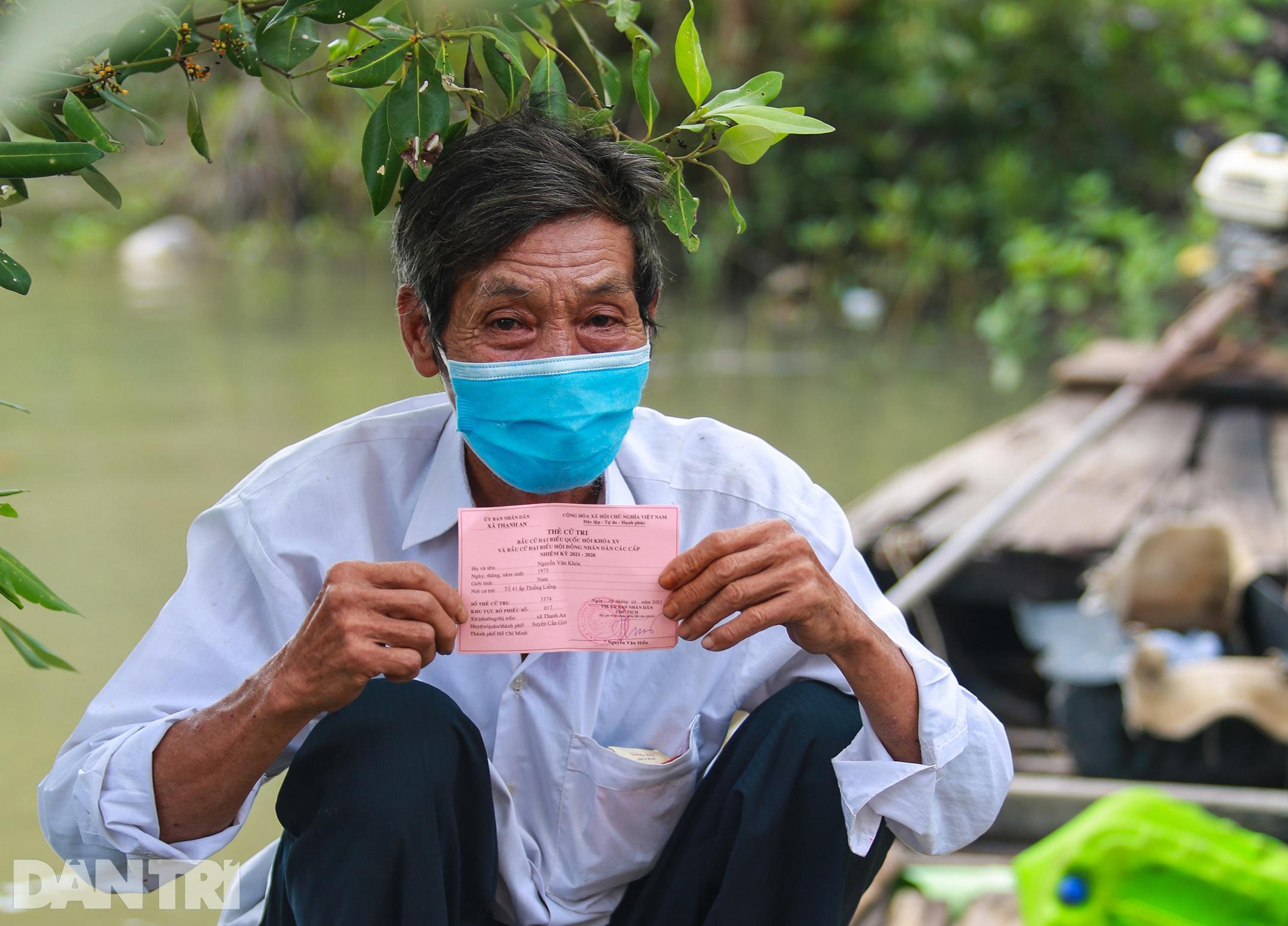 Ông lão chèo ghe hai giờ đồng hồ đi bầu cử ở xã đảo Thạnh An - 12