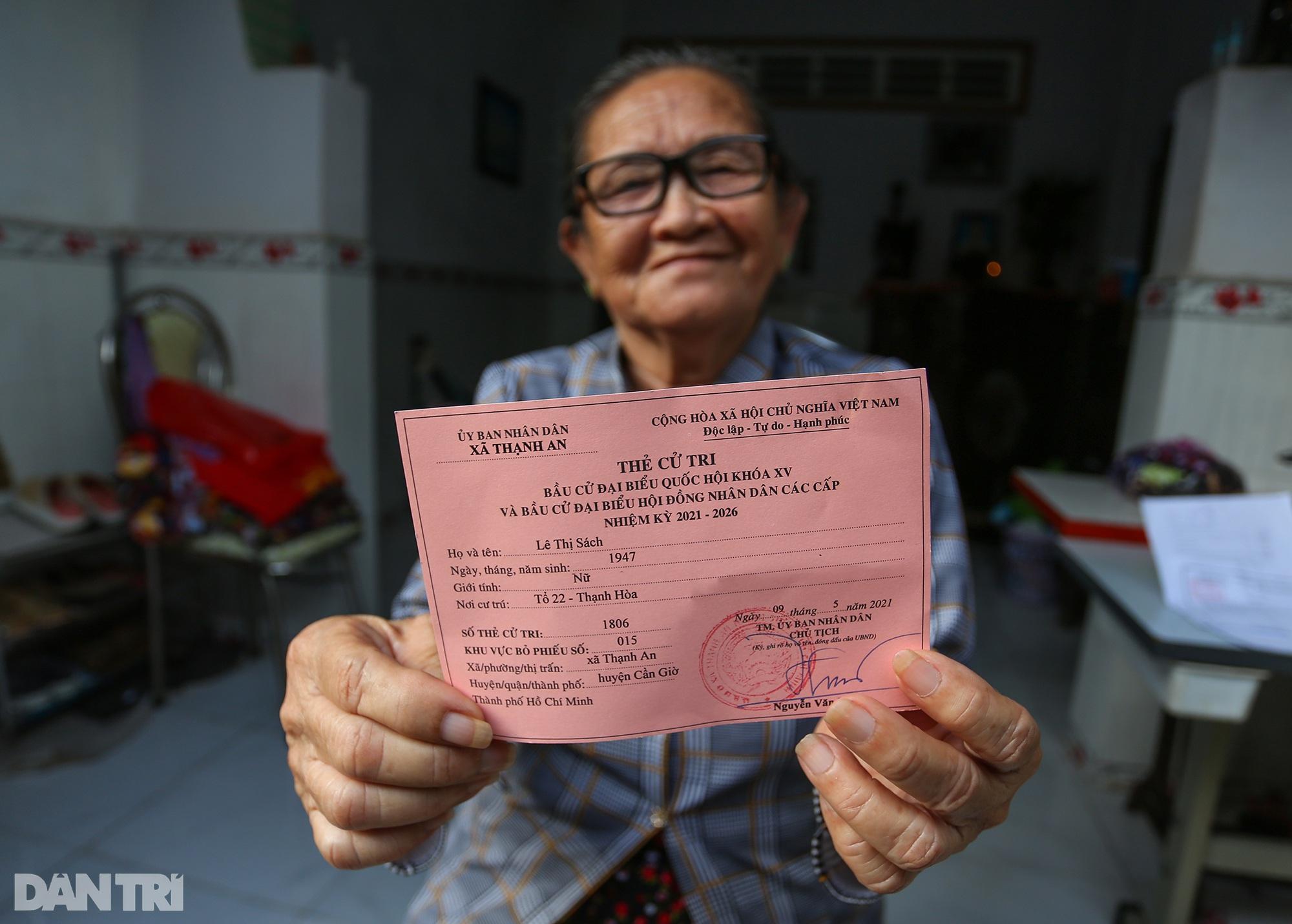 Ông lão chèo ghe hai giờ đồng hồ đi bầu cử ở xã đảo Thạnh An - 13