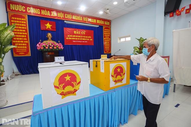 Ông lão chèo ghe hai giờ đồng hồ đi bầu cử ở xã đảo Thạnh An - 20