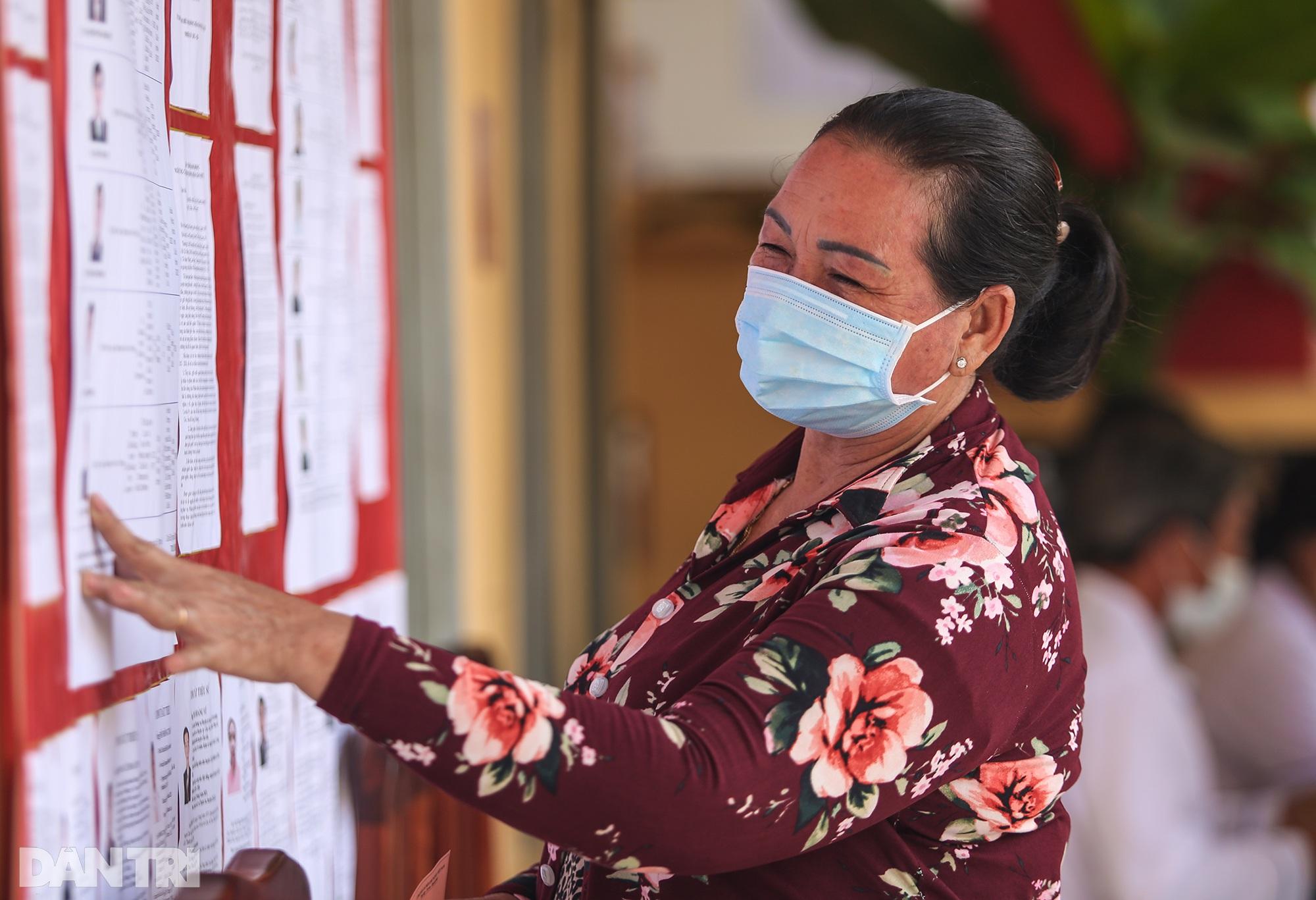 Ông lão chèo ghe hai giờ đồng hồ đi bầu cử ở xã đảo Thạnh An - 17