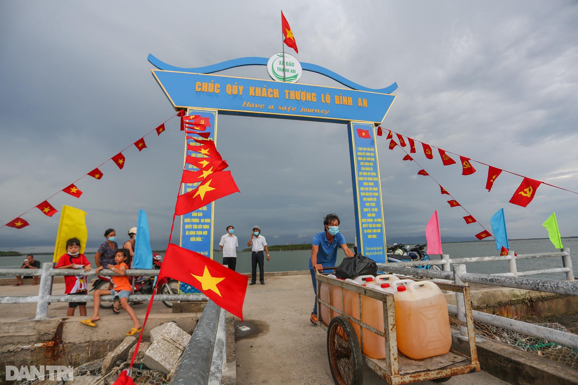 Ông lão chèo ghe hai giờ đồng hồ đi bầu cử ở xã đảo Thạnh An - 2