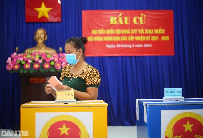 Ông lão chèo ghe hai giờ đồng hồ đi bầu cử ở xã đảo Thạnh An - 19