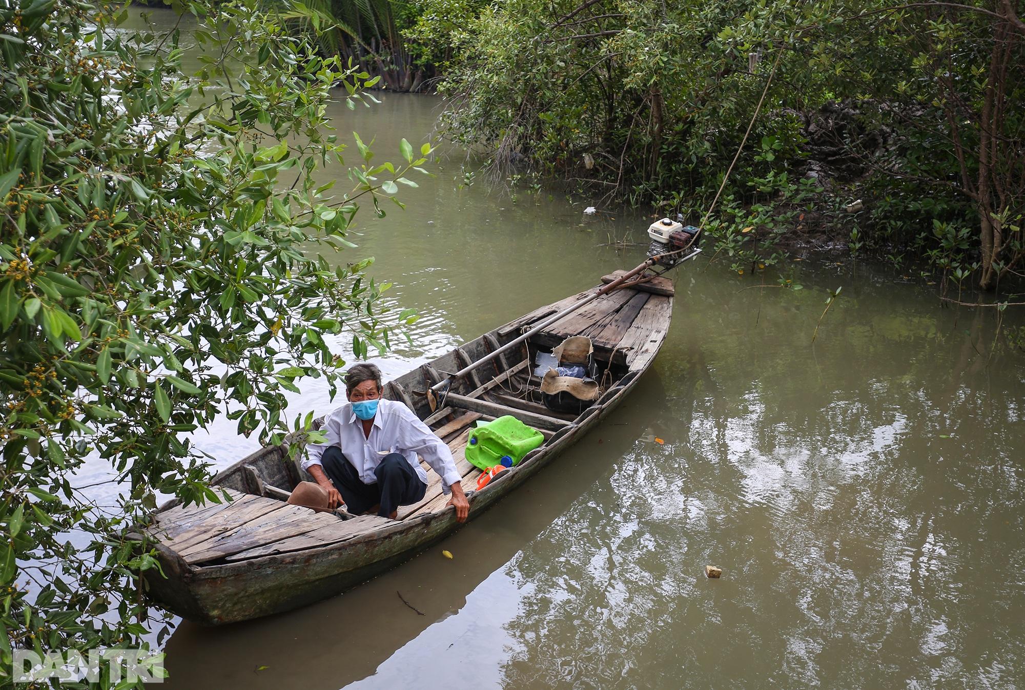 Ông lão chèo ghe hai giờ đồng hồ đi bầu cử ở xã đảo Thạnh An - 11