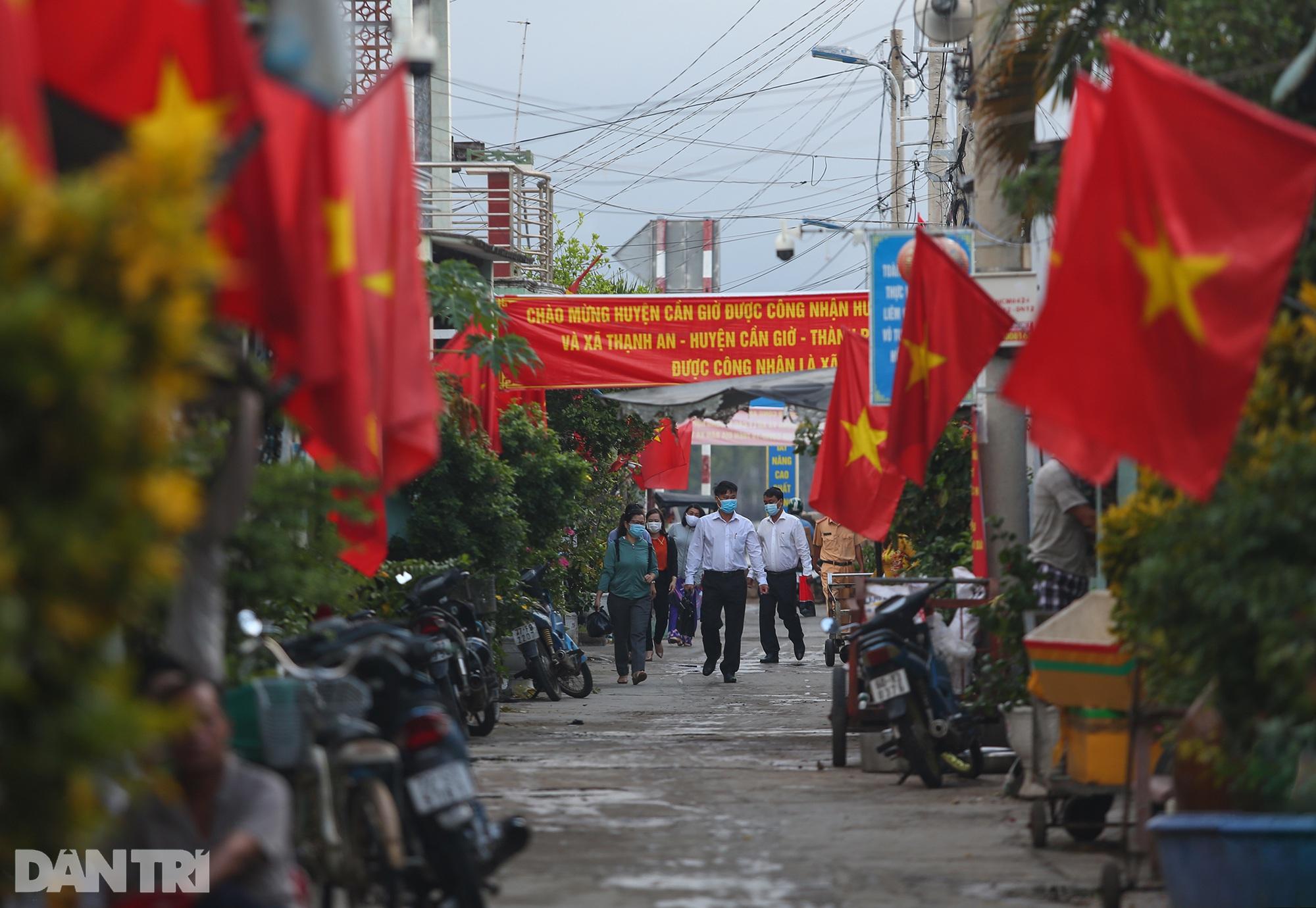 Ông lão chèo ghe hai giờ đồng hồ đi bầu cử ở xã đảo Thạnh An - 5