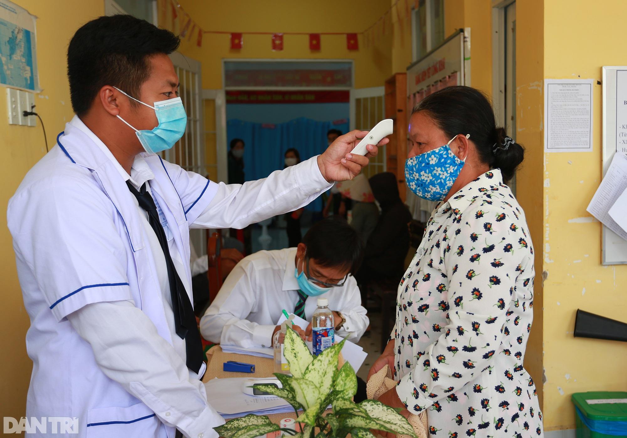 Ông lão chèo ghe hai giờ đồng hồ đi bầu cử ở xã đảo Thạnh An - 9