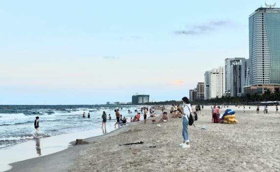 Đà Nẵng cho phép mở cửa một số dịch vụ thiết yếu, tắm biển từ hôm nay (9/6)