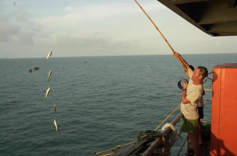 Kỷ niệm 32 năm thành lập nhà giàn DK1 (5/7/1989-5/7/2021): Những cột mốc xanh trên biển