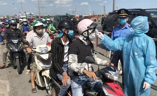 Kiểm soát chặt người ra vào TP Hồ Chí Minh bằng quét mã QR