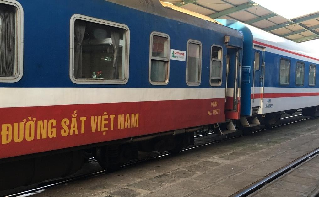 Đường sắt chạy duy nhất một đôi tàu khách Bắc - Nam