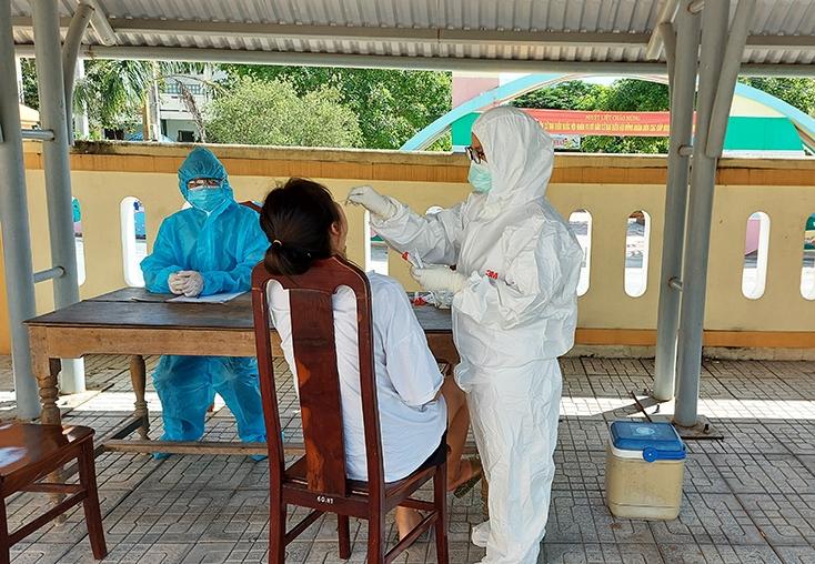 Quảng Bình ghi nhận ca mắc Covid-19 đầu tiên trong cộng đồng