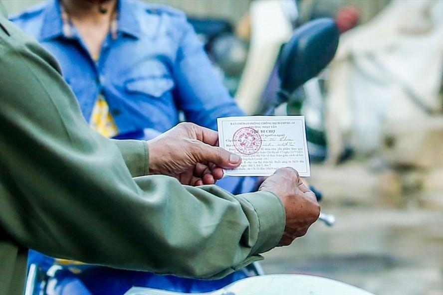 Hà Nội: Quận Tây Hồ thí điểm phát thẻ đi chợ theo giờ