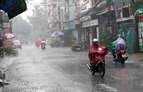 Bắc Bộ sắp mưa dông diện rộng, Trung Bộ nắng nóng kéo dài