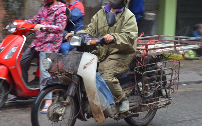 Hà Nội: Đo kiểm khí thải xe môtô, xe gắn máy cũ và hỗ trợ người dân đổi xe mới