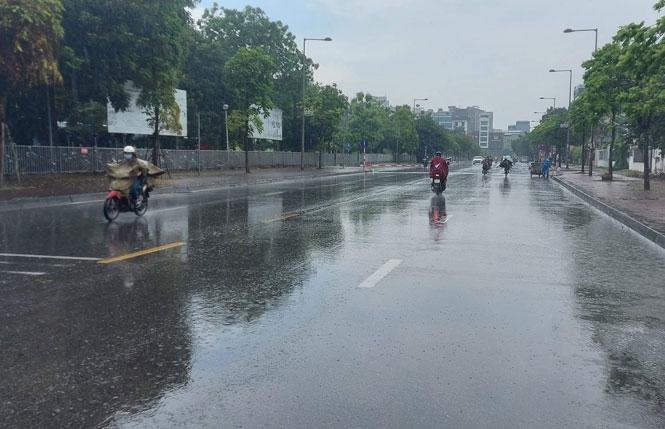 Cả nước mưa dông, Bắc Bộ và Trung Bộ mưa lớn