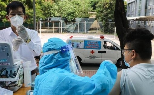 """TP HCM: Đi chợ hộ và tiêm vắc xin tại nhà cho người dân """"vùng cam"""" và """"vùng đỏ"""""""