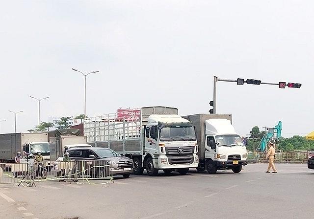 Hà Nội: Kiểm tra tất cả xe luồng xanh qua chốt cửa ngõ, giám sát chặt các chung cư