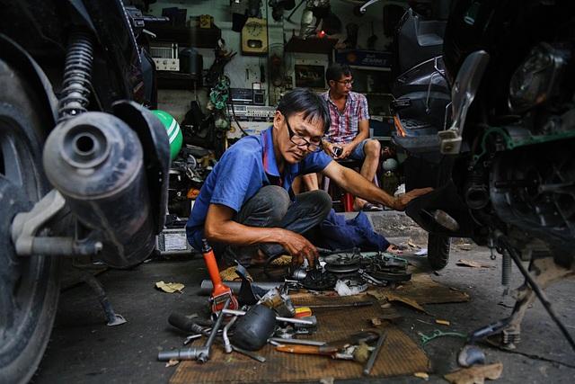 Lão sửa xe khùng và hơn 300 chiếc xe đạp tặng trẻ em nghèo - 1