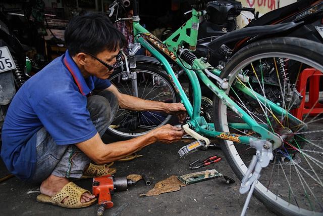 Lão sửa xe khùng và hơn 300 chiếc xe đạp tặng trẻ em nghèo - 3