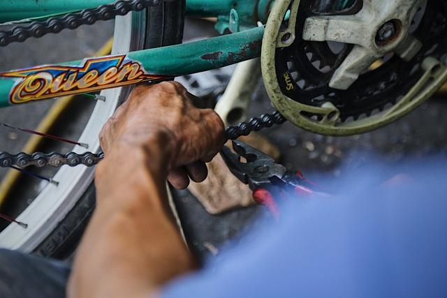 Lão sửa xe khùng và hơn 300 chiếc xe đạp tặng trẻ em nghèo - 4