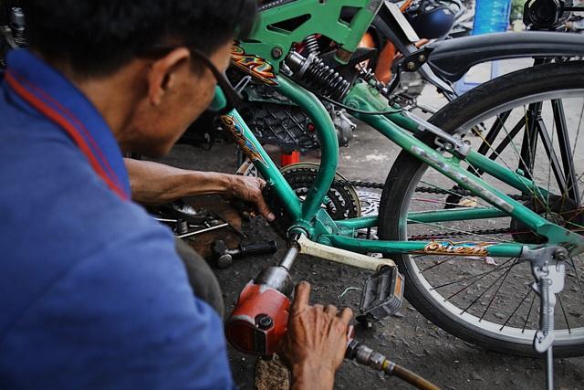 Lão sửa xe khùng và hơn 300 chiếc xe đạp tặng trẻ em nghèo - 5