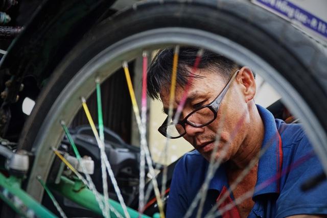 Lão sửa xe khùng và hơn 300 chiếc xe đạp tặng trẻ em nghèo - 8