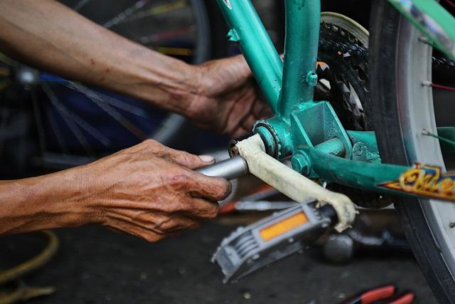 Lão sửa xe khùng và hơn 300 chiếc xe đạp tặng trẻ em nghèo - 12