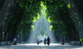 Nửa cuối tháng 9: Bắc Bộ giảm nhiệt, Nam Bộ mưa diện rộng