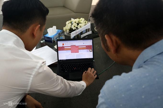Người dân tiết kiệm nửa ngày làm việc khi đăng ký xe trực tuyến   VnExpress