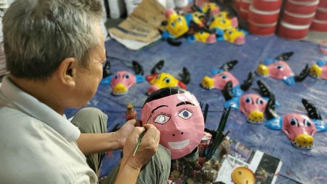 Làng nghề sản xuất đồ chơi trung thu ảm đạm vì dịch Covid-19 - 3