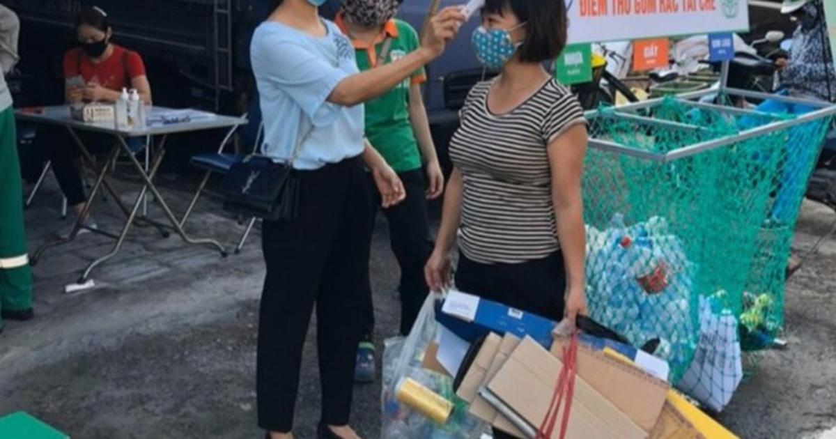 Người Hà Nội cuối tuần đi đổi rác lấy quà tặng