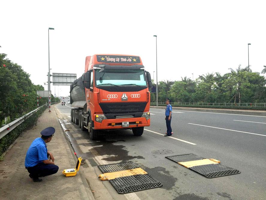 Hà Nội quyết liệt xử lý xe quá tải
