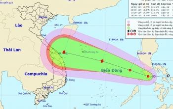 Cảnh báo áp thấp nhiệt đới gần Biển Đông có khả năng mạnh lên thành bão