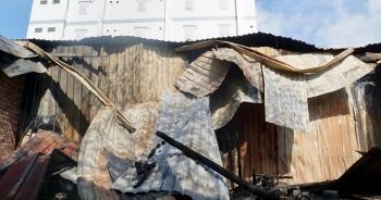 TP HCM: 10 phòng trọ và nhà dân bị thiêu rụi sau tiếng nổ lớn
