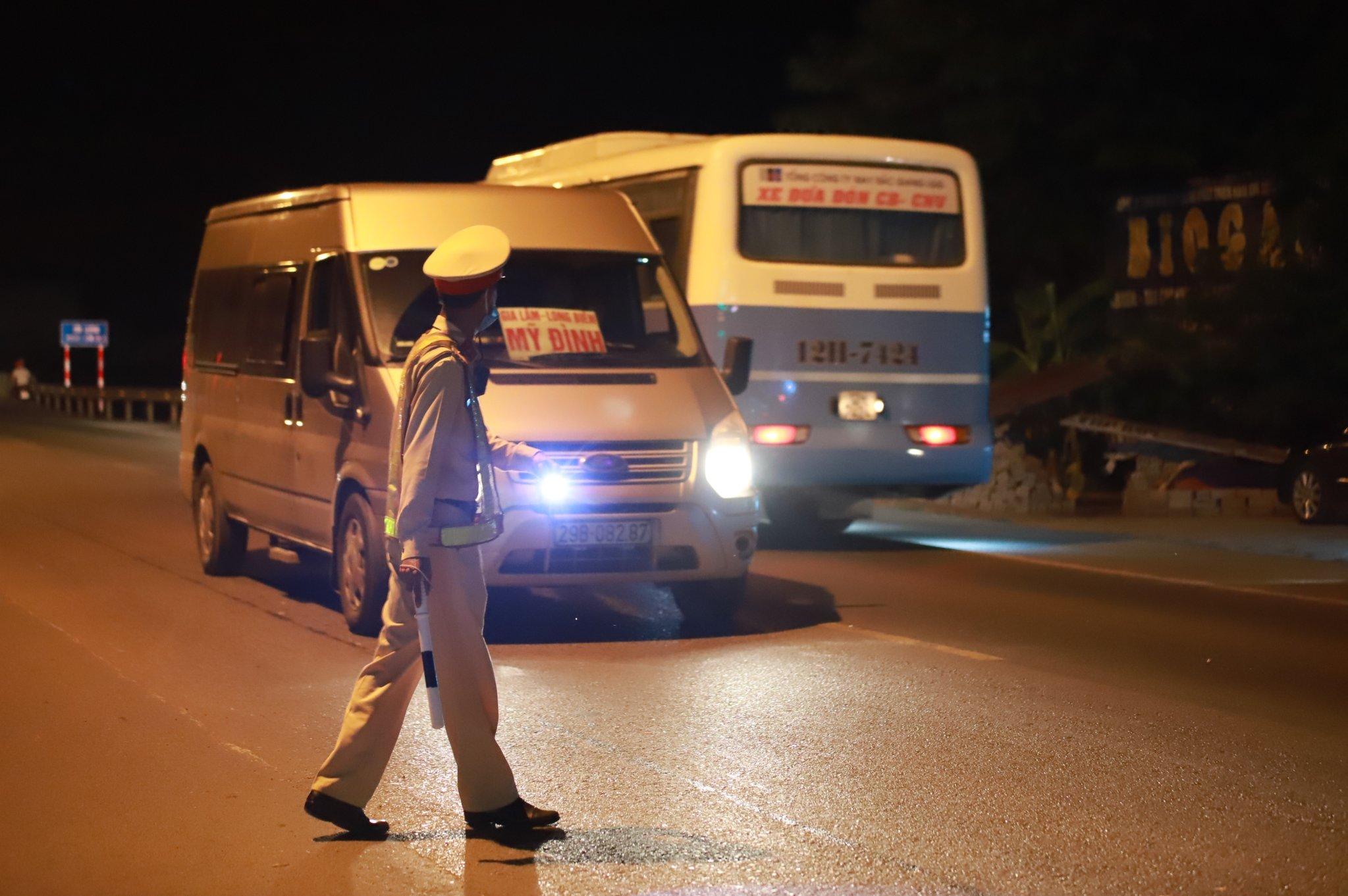 """Hà Nội: Quyết tâm giải quyết tình trạng """"bến cóc"""", xe khách chạy """"rùa bò"""""""
