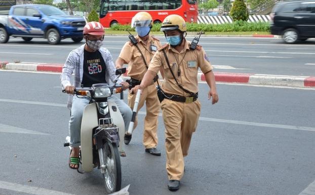 Trang bị vũ khí, xử lý ngay tình huống chống người thi hành công vụ