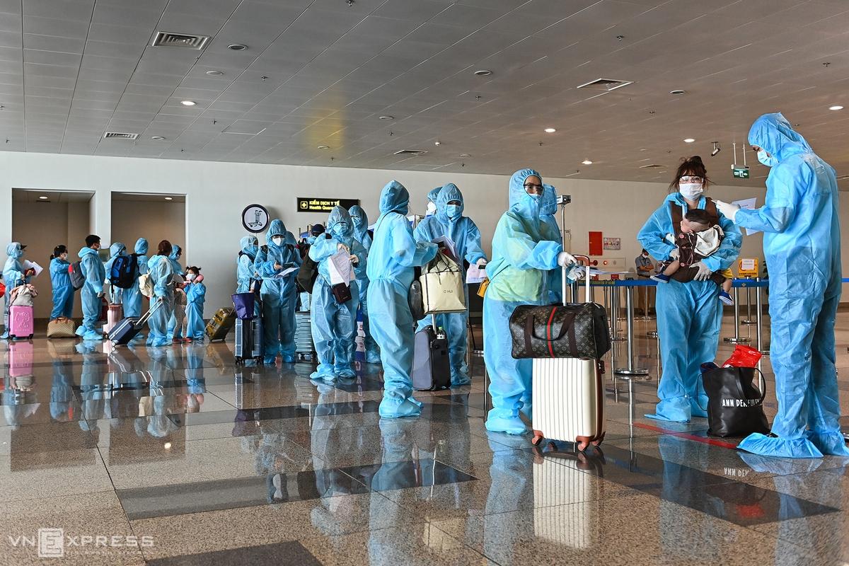 Chuyến bay thương mại quốc tế đầu tiên đến Việt Nam