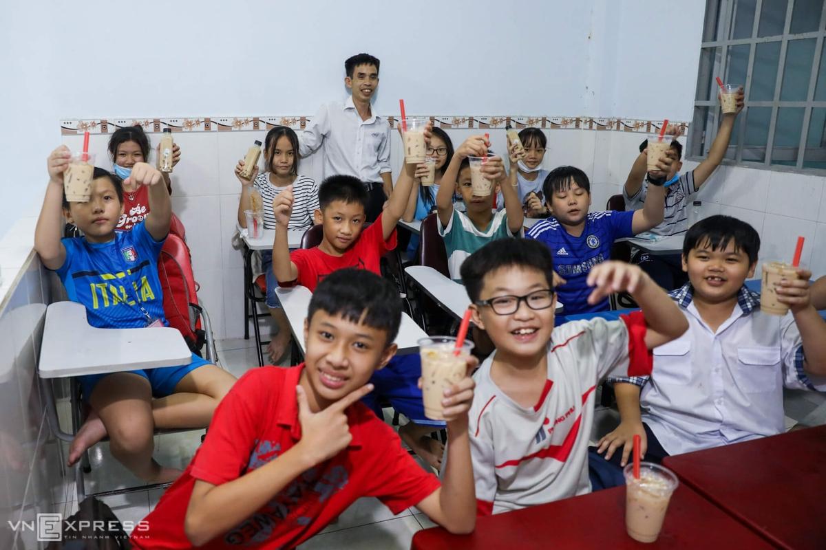 Thầy giáo công nhân 10 năm mở lớp học miễn phí