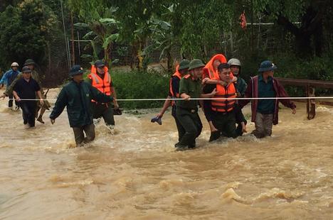 Phú Thọ: Mưa lớn làm 2 người chết, 7 người bị thương