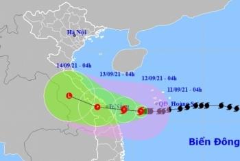 Bão số 5 giật cấp 12 tiến về Quảng Trị - Quảng Nam, cảnh báo biển động mạnh và mưa lớn