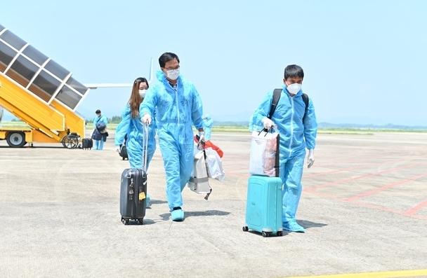 """Thêm 2 chuyến bay đưa khách có """"hộ chiếu vắc xin"""" từ Mỹ về Quảng Ninh"""