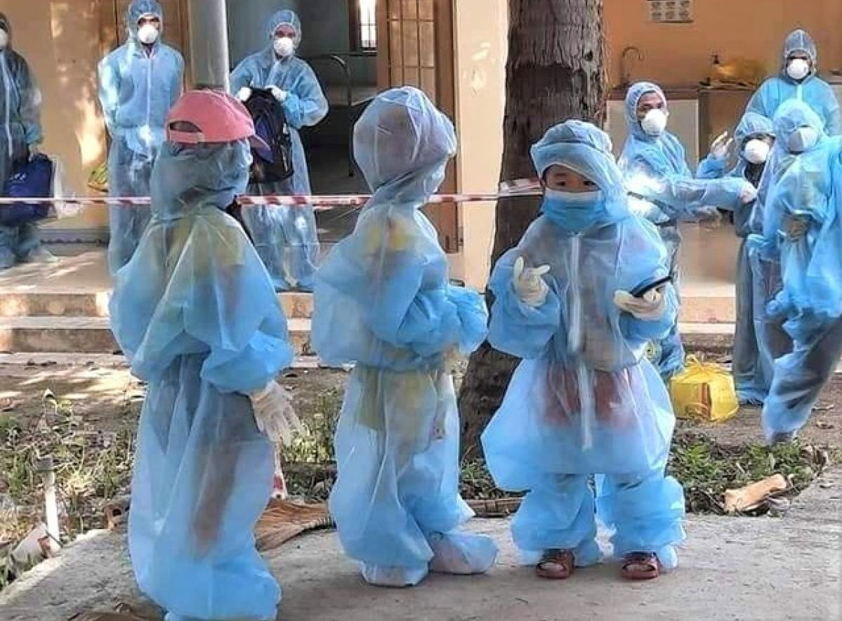 Ưu tiên chăm sóc trẻ mồ côi do đại dịch Covid-19 trong môi trường gia đình