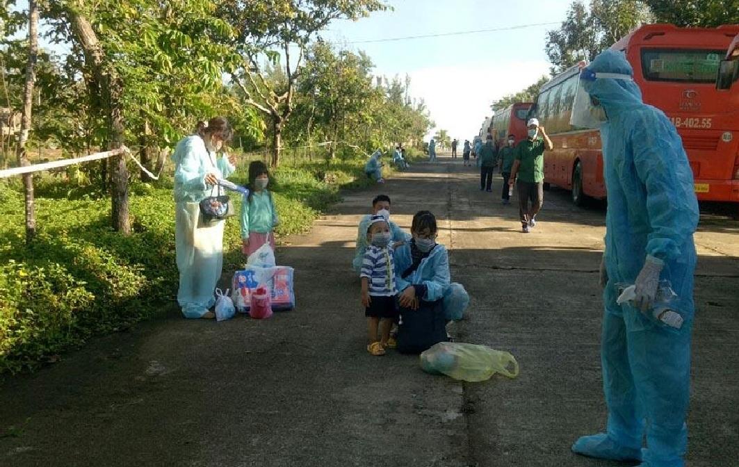 Quảng Ngãi đón gần 300 sản phụ và trẻ em về quê