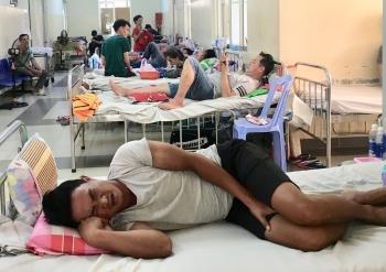 Quá tải do sốt xuất huyết, hành lang thành phòng bệnh viện
